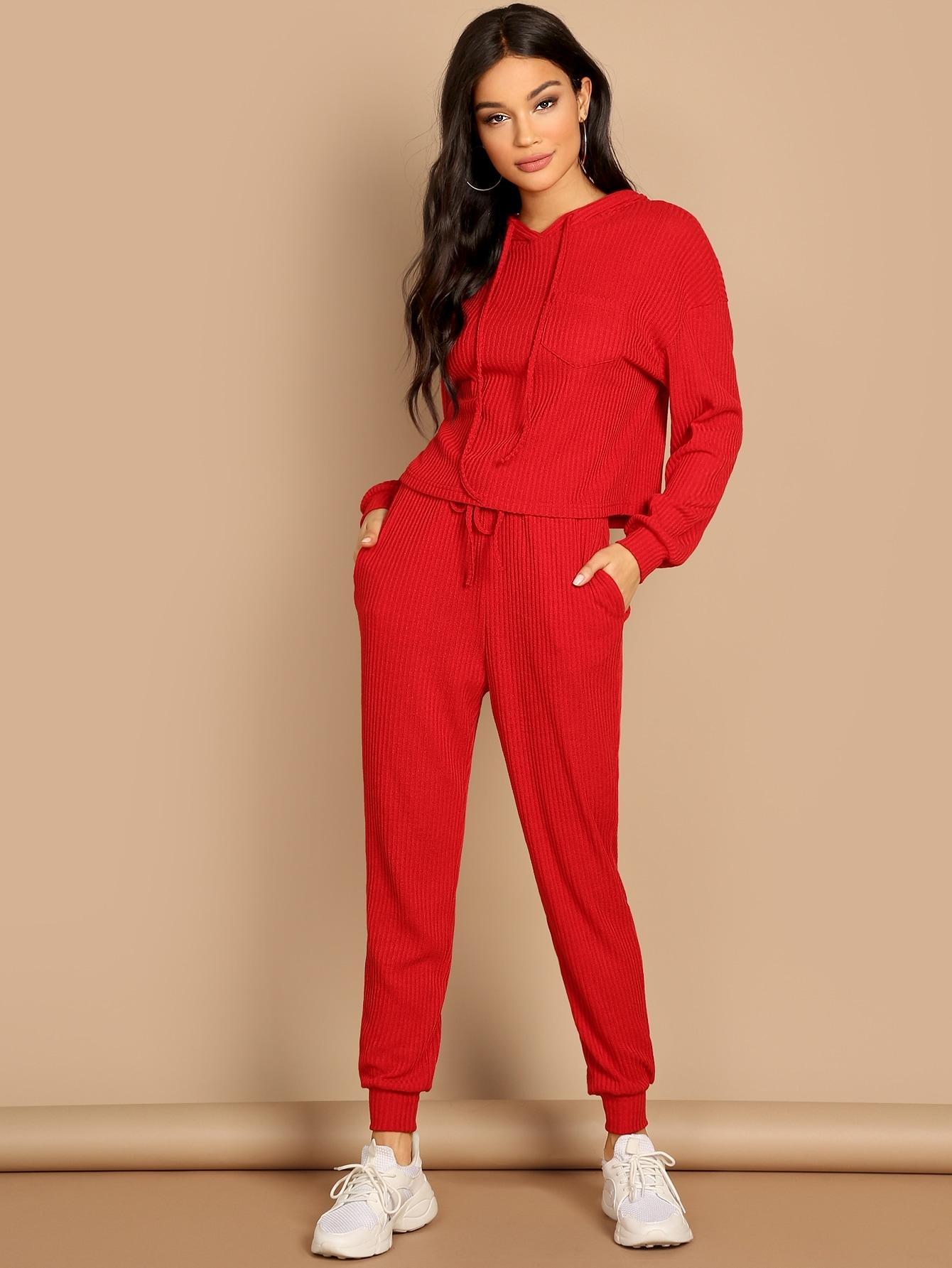 Комплект  Красный цвета