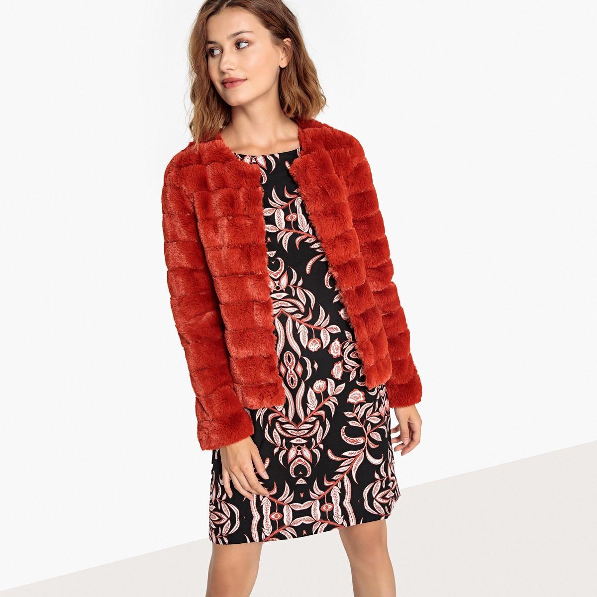 Куртка  - красный цвет