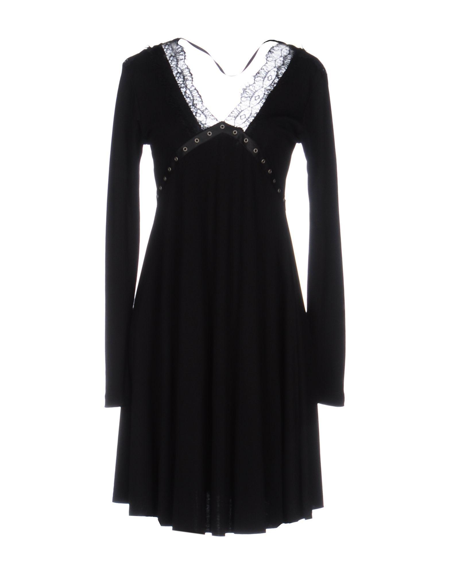 Короткое платье  - Черный цвет