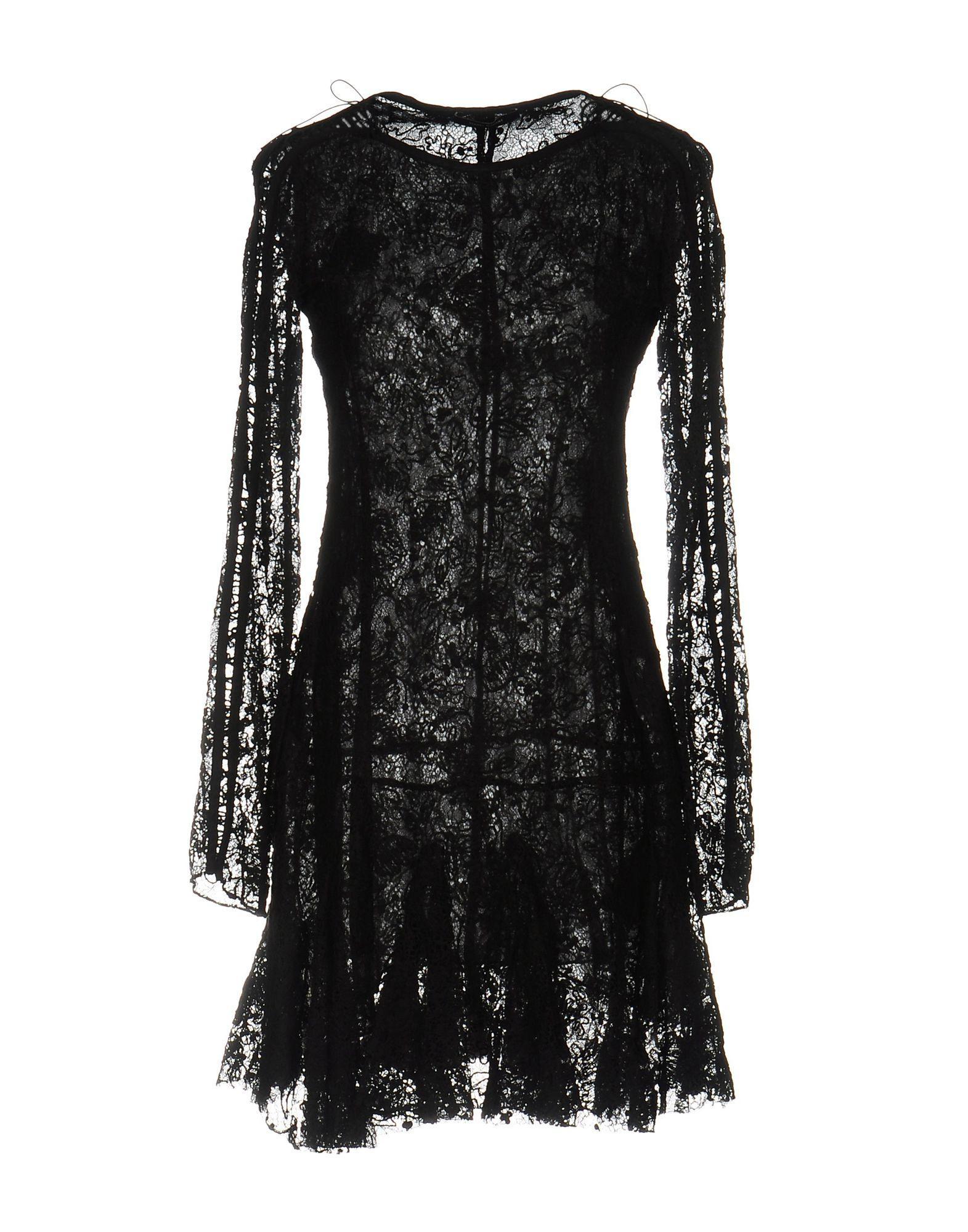 Короткое платье  Черный цвета